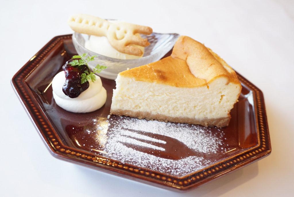 淡路島プレミアムチーズケーキ」ドリンクセット(800円)