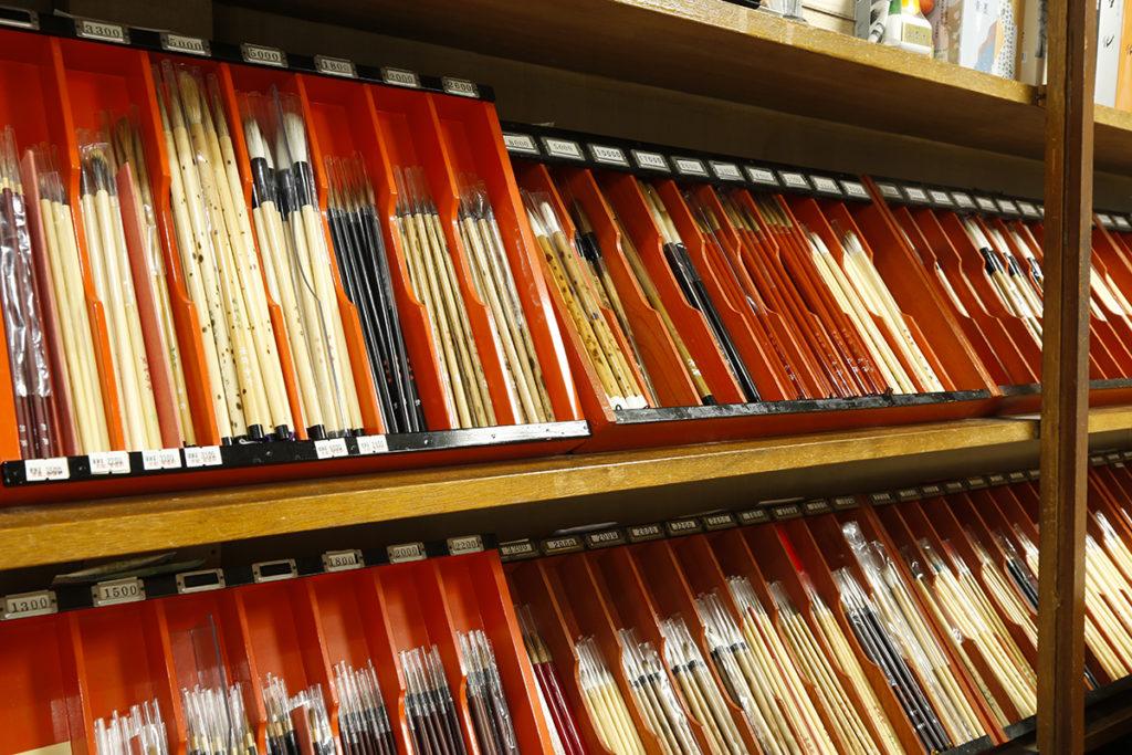 硬さや太さなどそれぞれに全く書き味の異なる筆がならびます