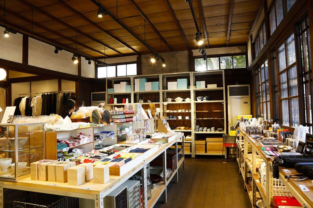京都に所縁あるアイテムをはじめ、全国の「ロングライフデザイン」なアイテムが並びます