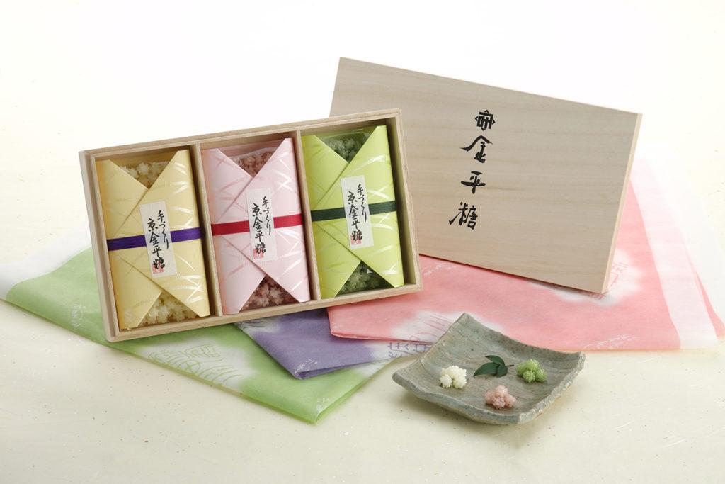 季節限定桐箱三種入 3,400円(税抜)