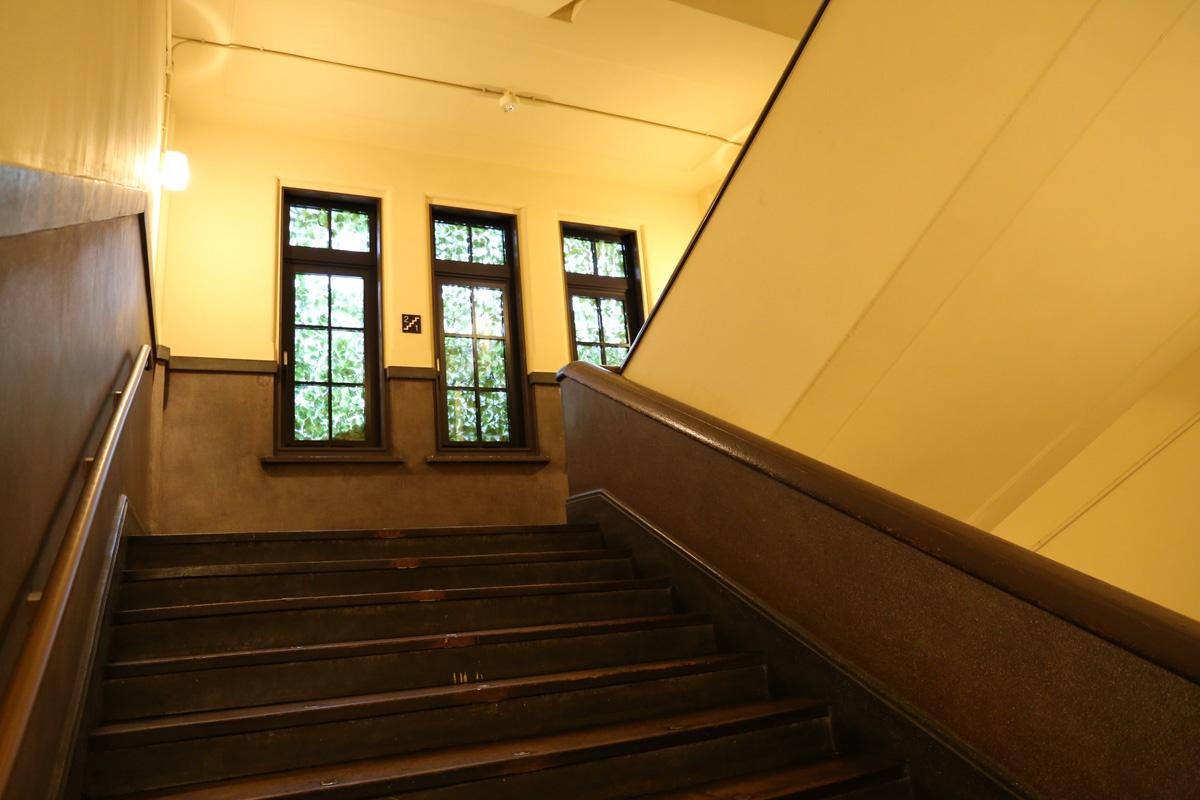 元龍池小学校を改装したモダンレトロな空間