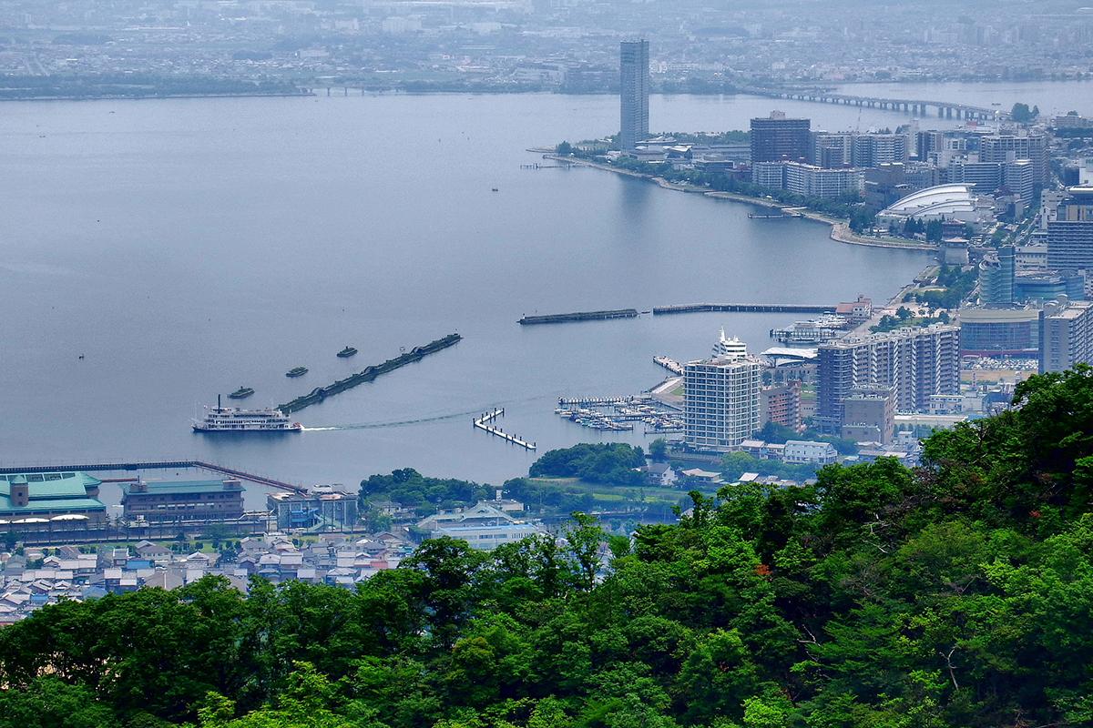 比叡山ドライブウェイから大津港を望む