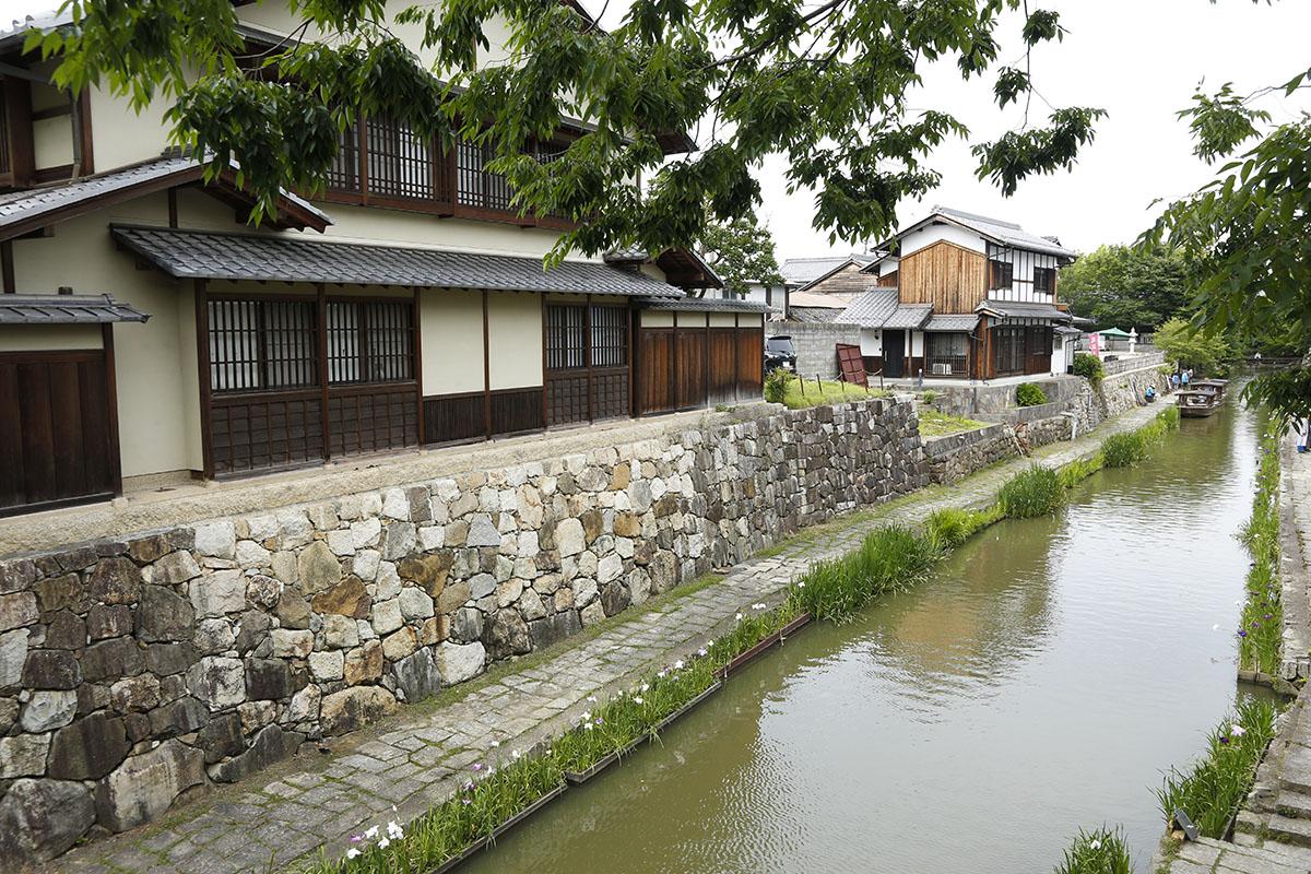 石垣や蔵が立ち並ぶ八幡堀