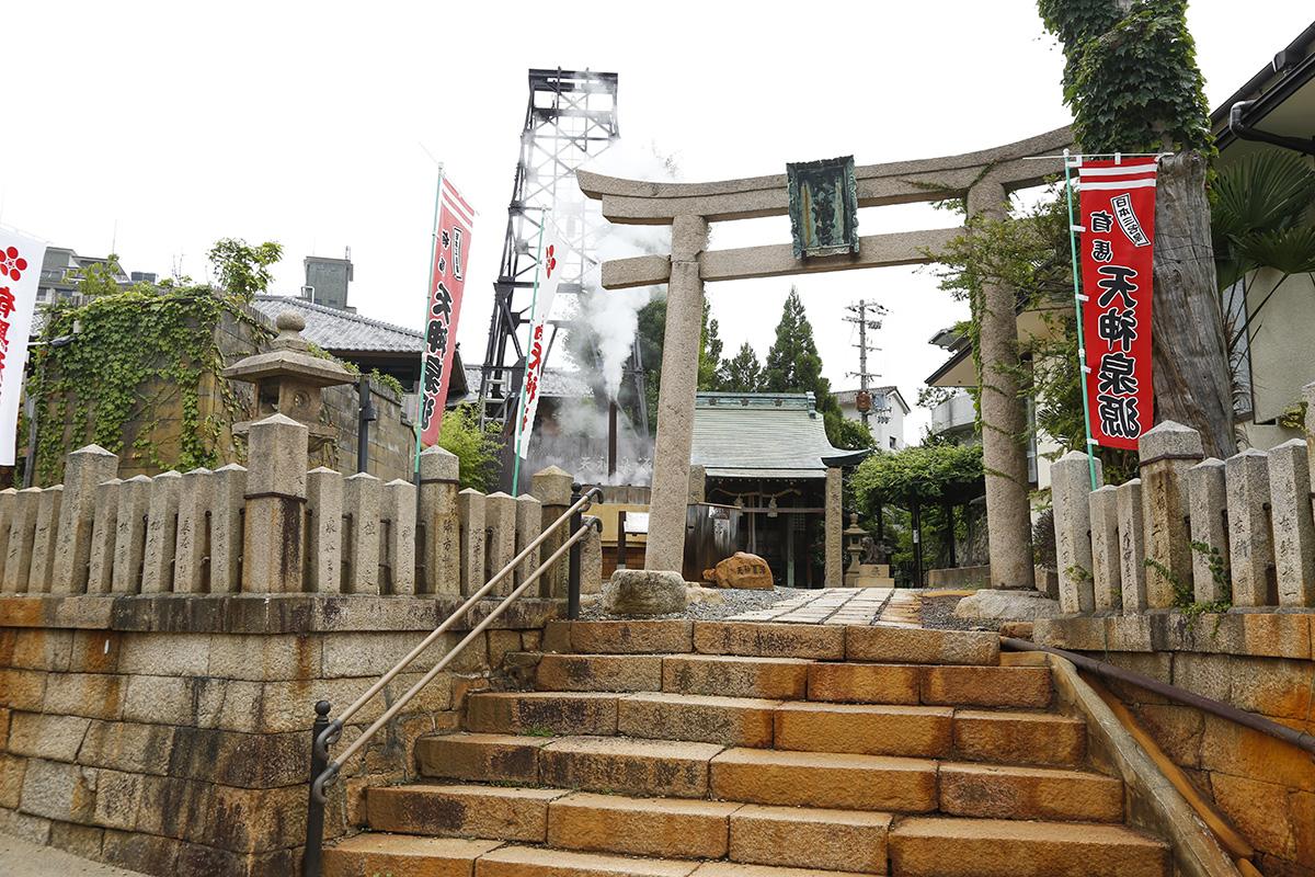 温泉坂を上ったところにある「有馬天神社」