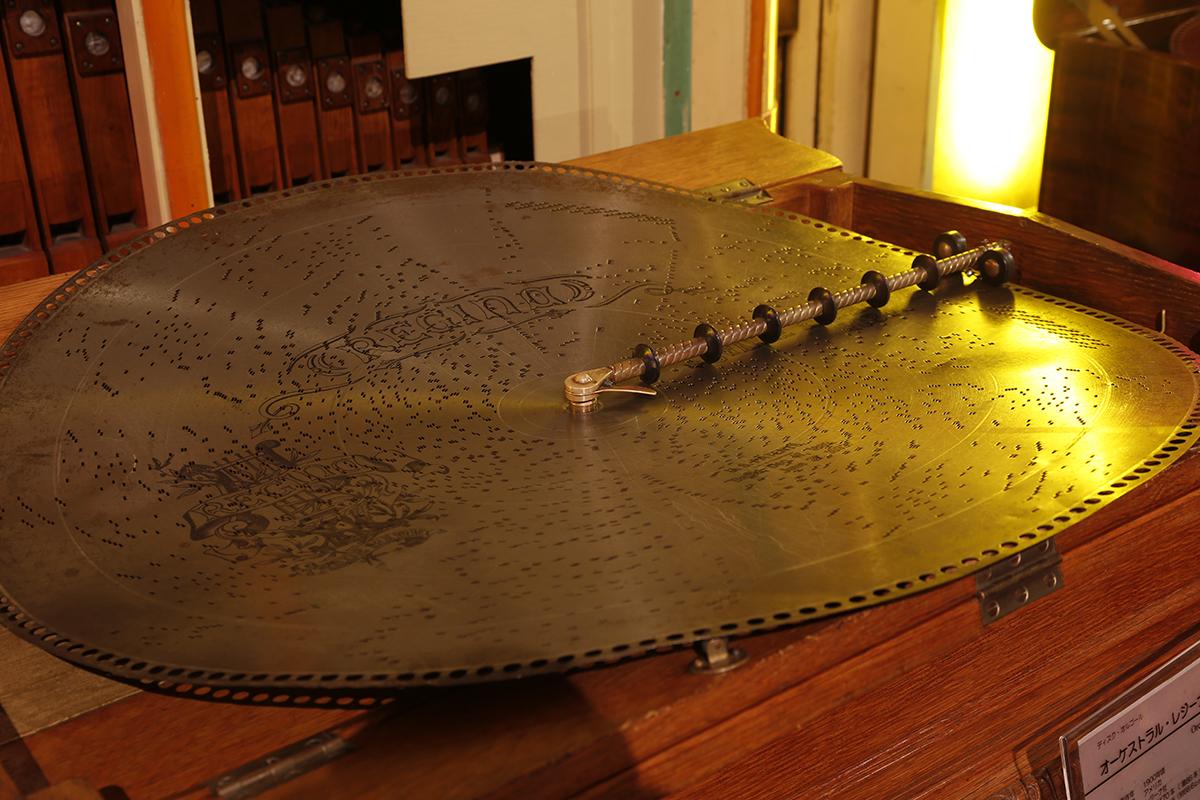 1900年頃にアメリカで製作されたディスク・オルゴール「オーケストラる・レジーナ6型」