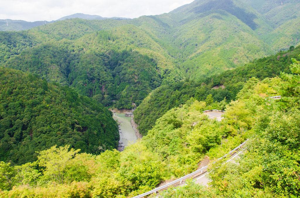 小倉山cafeから保津峡を眺める