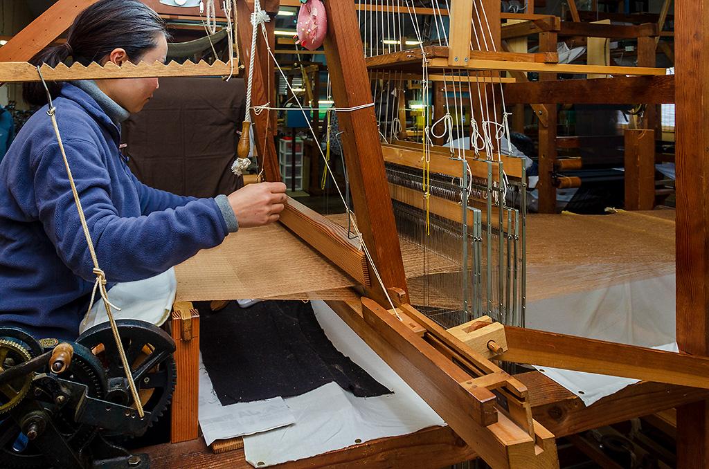 KUSUKA手紡ぎ真綿(シルク)マフラー編み機