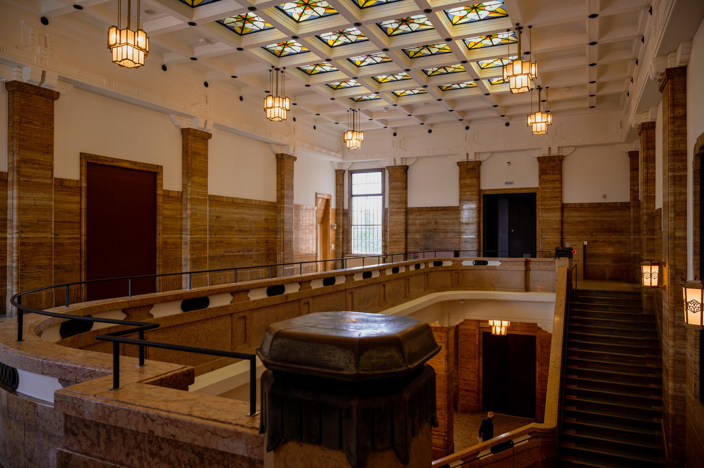 京都市京セラ美術館 本館2階西広間の天井にはステンドグラスが残されている