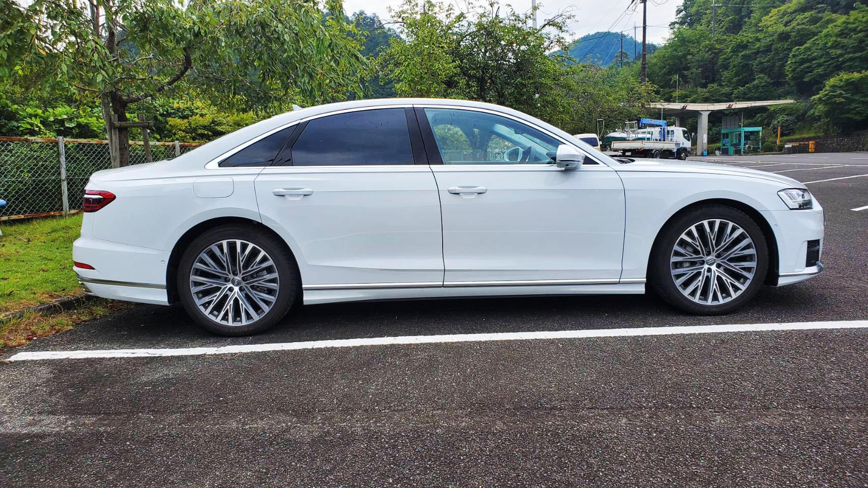 Audi A8 側面