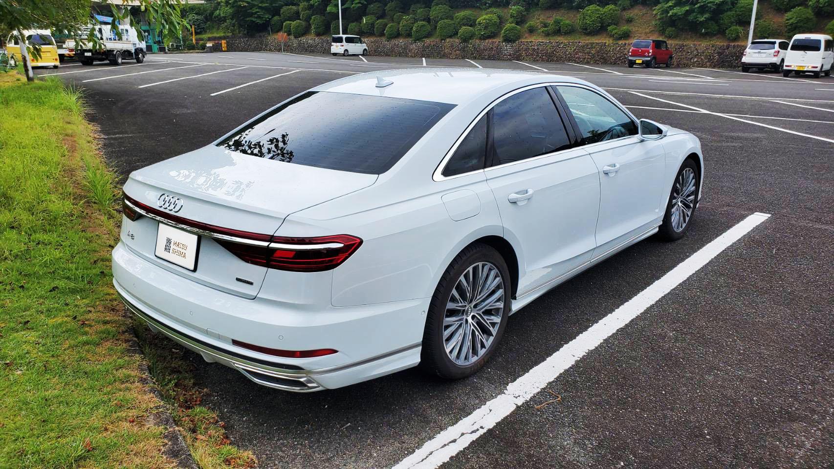 Audi A8 背面
