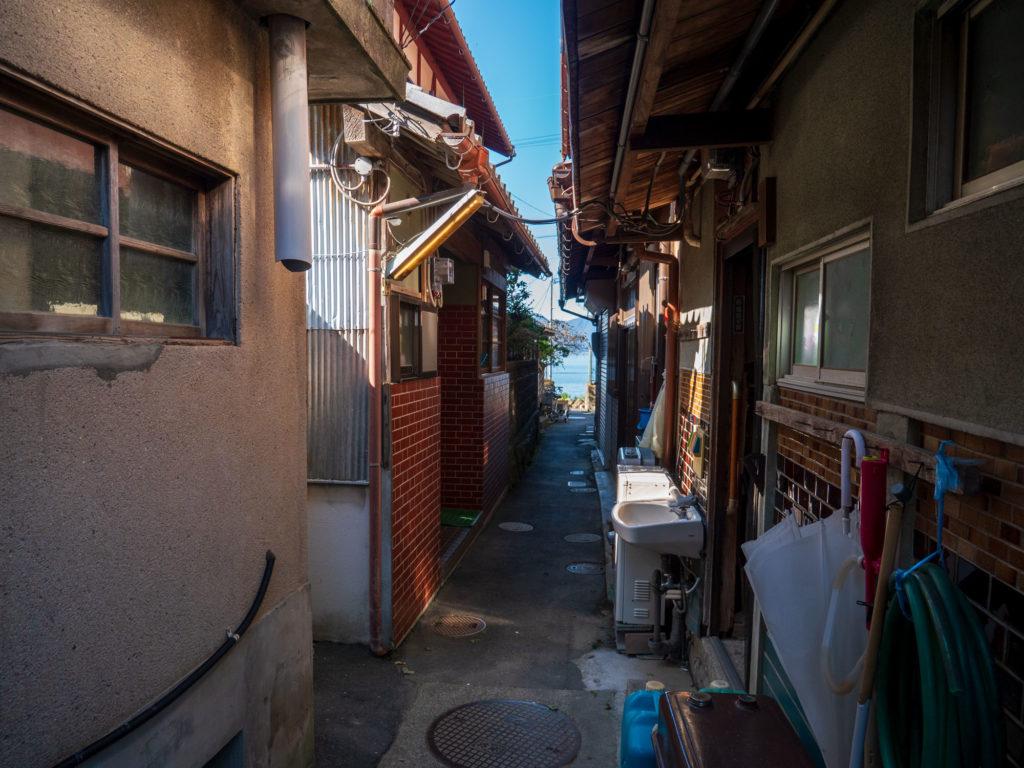 沖島の集落 細い路地