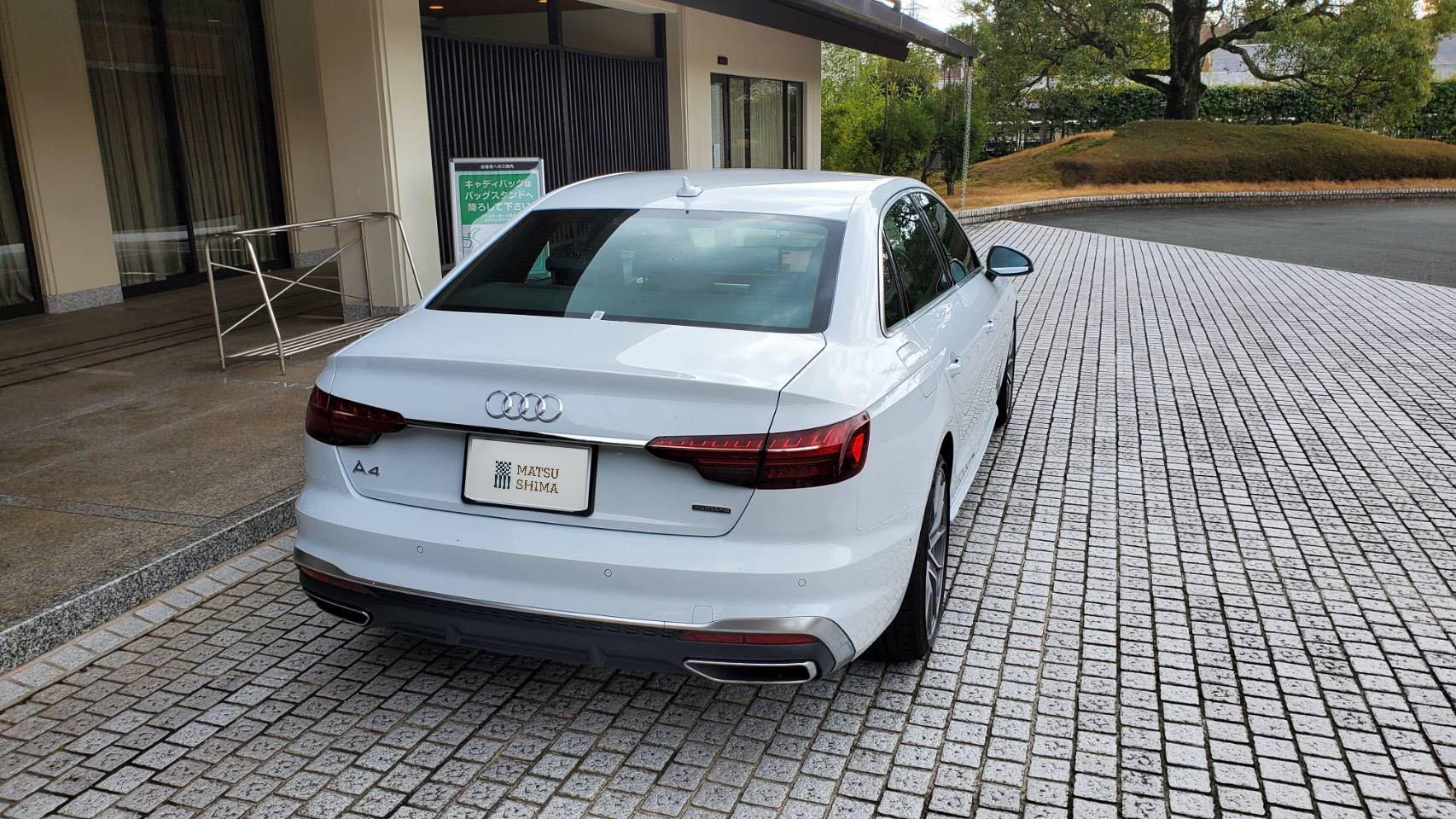 Audi A4 背面
