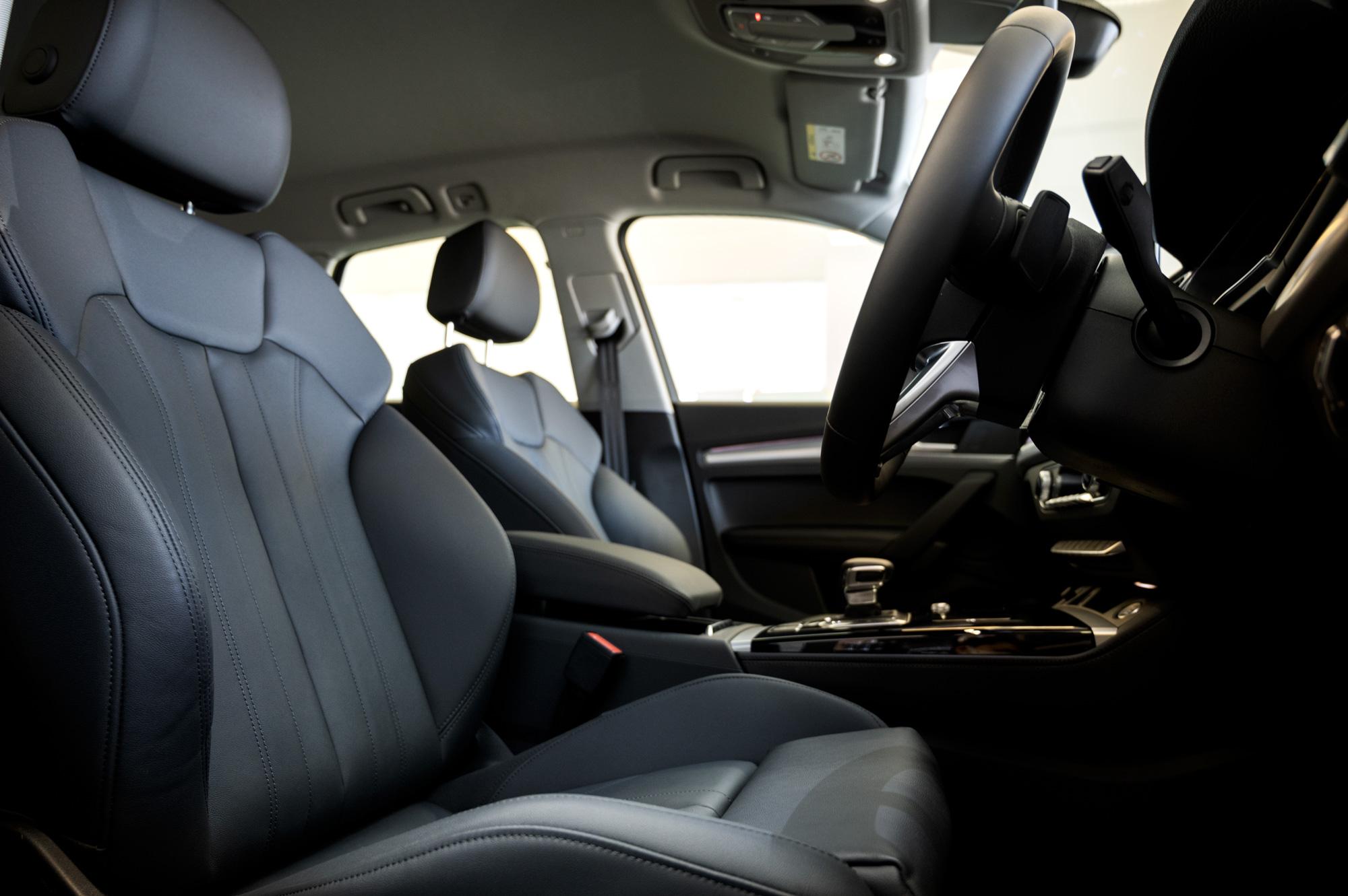Audi Q5 advancedオプションのパーシャルレザーシート